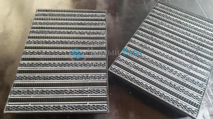 Развернутая алюминиевая грязезащитная решетка 390х590 для поддона 400х600 мм.