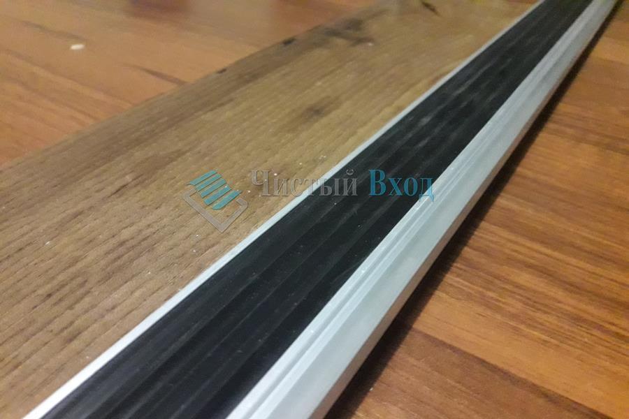 Угол накладка алюминиевый с резиновой вставкой, 40х20 мм