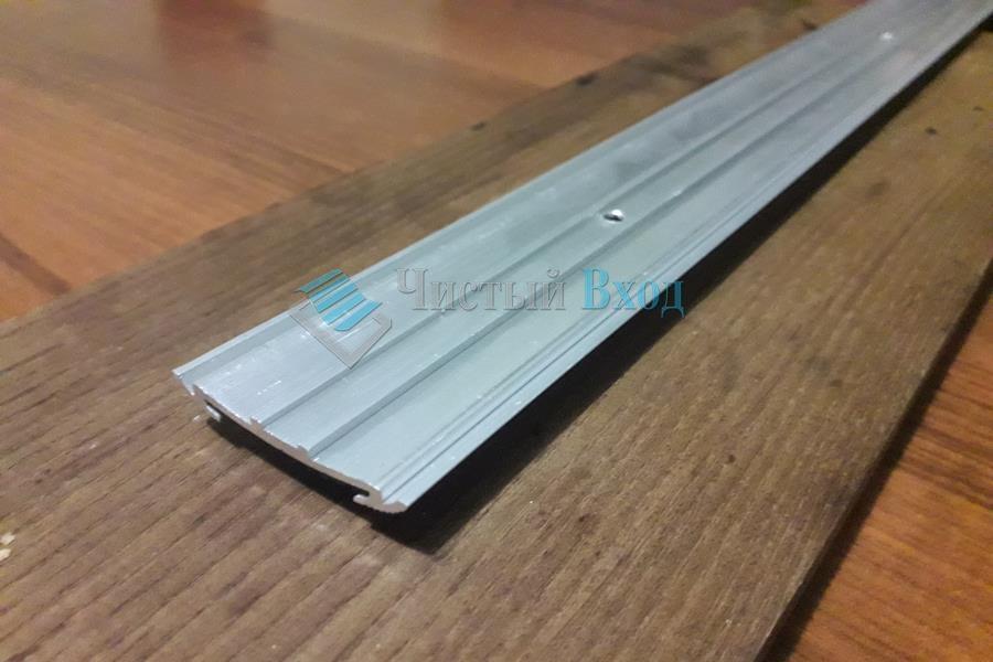Алюминиевая накладка Угол с резиновой вставкой, 40х20 мм