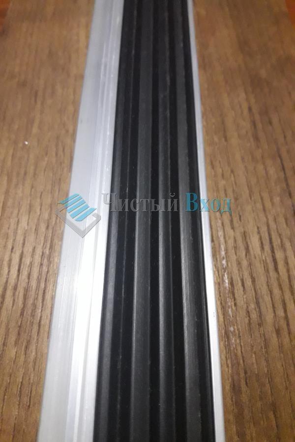 Алюминиевая накладка Уголок с резиновой вставкой, 40х20 мм