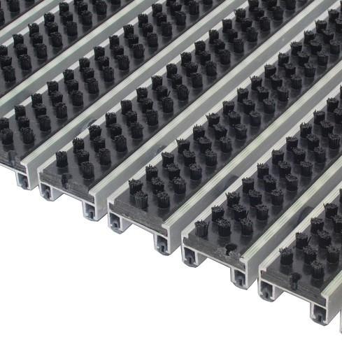 Грязезащитная алюминиевая решетка «Статус 20мм - щетка»