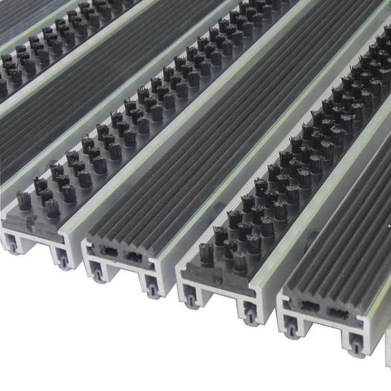 Грязезащитная алюминиевая решетка Сити Статус h=20мм - резина + щетка