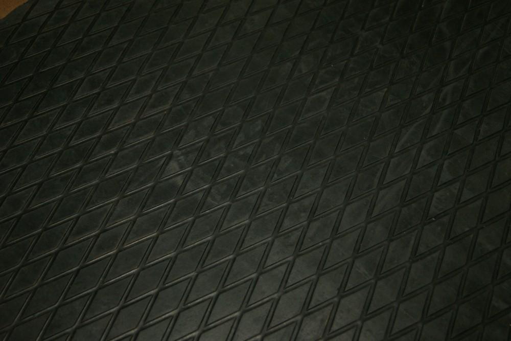 Резиновые животноводческие маты резиновый пол резиновое покрытие резина в рулонахрезиновый пол резиновое покрытие резина в рулонах