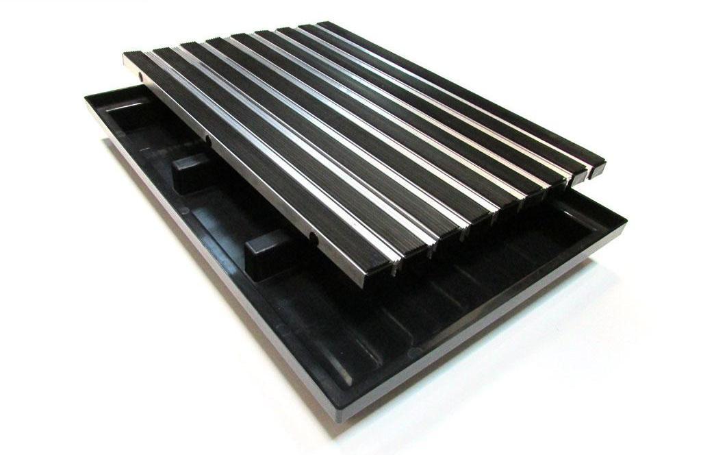 Поддон придверный 600х400 мм. с грязезащитной алюминиевой решеткой + резина