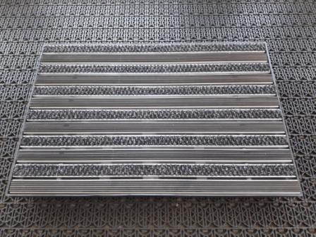Придверная решетка алюминиевая 390х590мм резина + текстиль и пластиковый поддон 400х600х65мм
